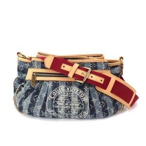 Louis Vuitton Porte Epaulet MM